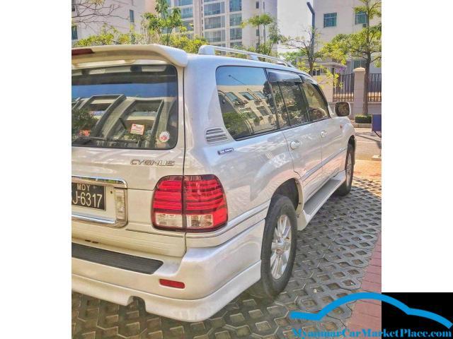 Toyota Land Cruiser Cygnus 02